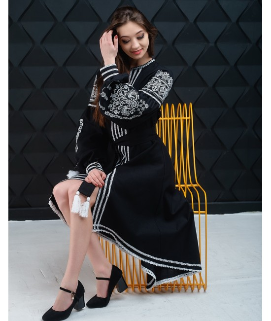 Вышитое платье Контраст